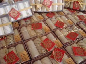 Estojos de mini bolos de rolo para o Natal
